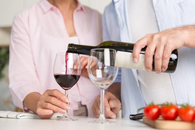 Vino tinto y tensión alta: ¿es beneficioso para la hipertensión arterial?